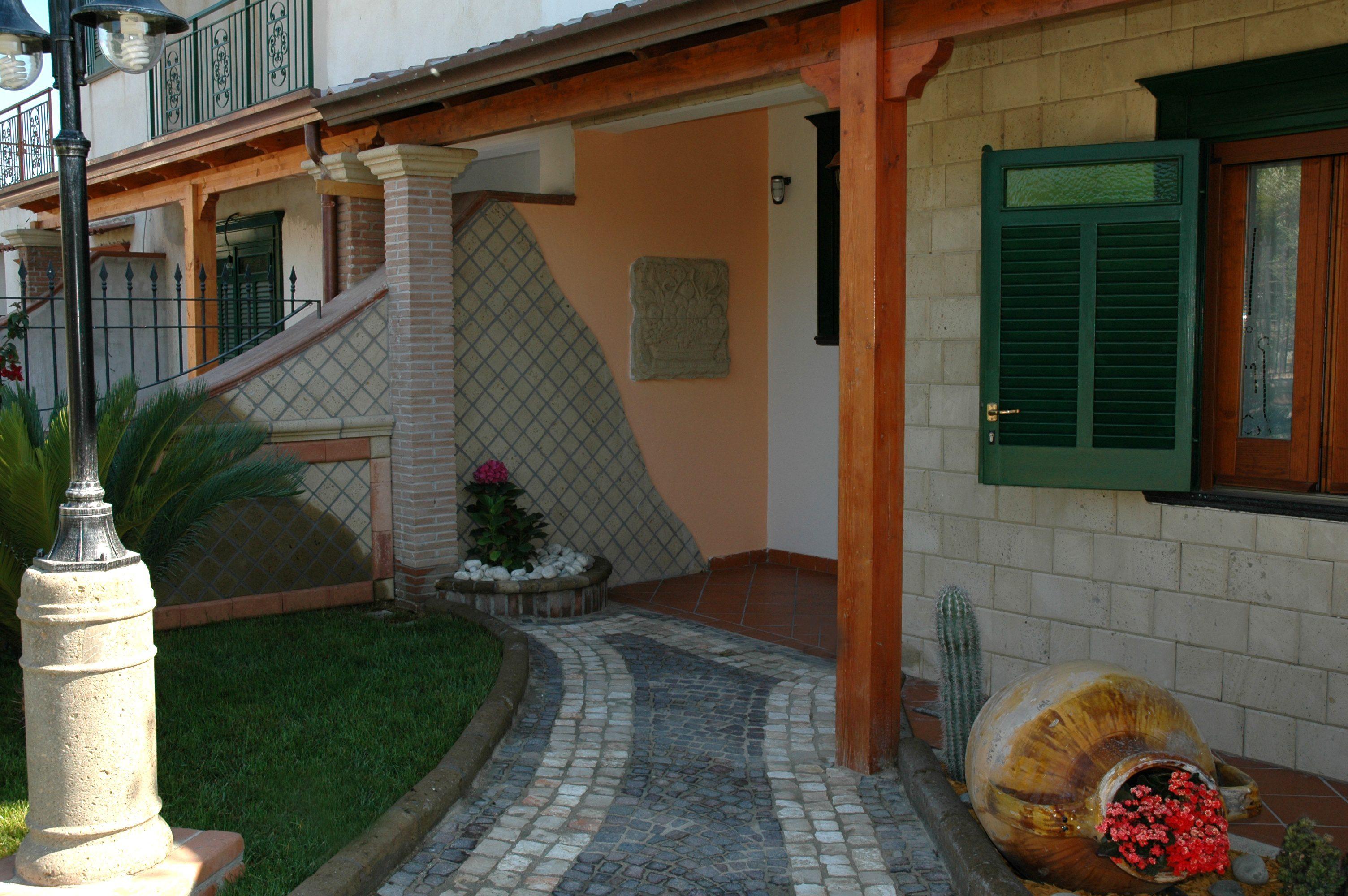 Arredo giardino liccarblock lavorazione marmo pietre for Arredo giardino napoli